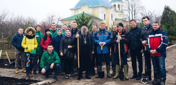 Саженцы алтайского кедра высадили в Москве