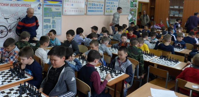 В Горно-Алтайске проходит первенство по шахматам среди школьников
