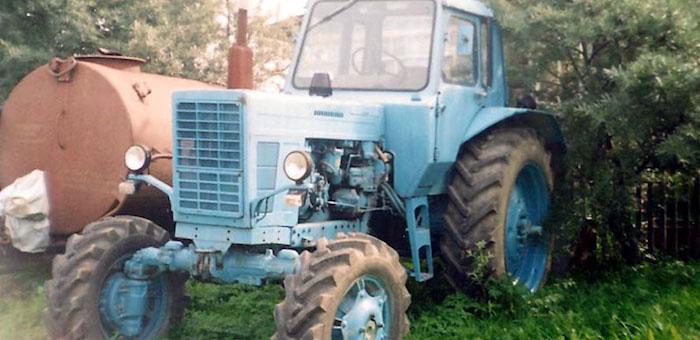 В Усть-Канском районе брат высокопоставленного чиновника наехал на тракторе на фермера