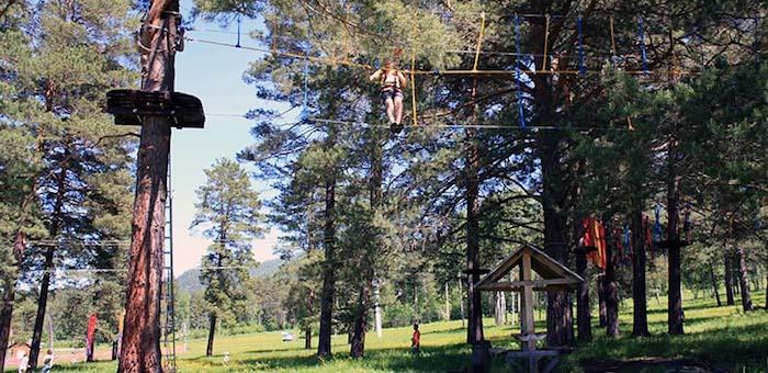 Ребенок упал с шестиметровой высоты на трассе веревочного парка в Манжероке