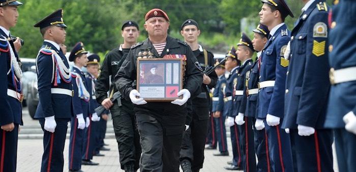 Поисковики Горного Алтая передали найденный солдатский медальон в Белоруссию