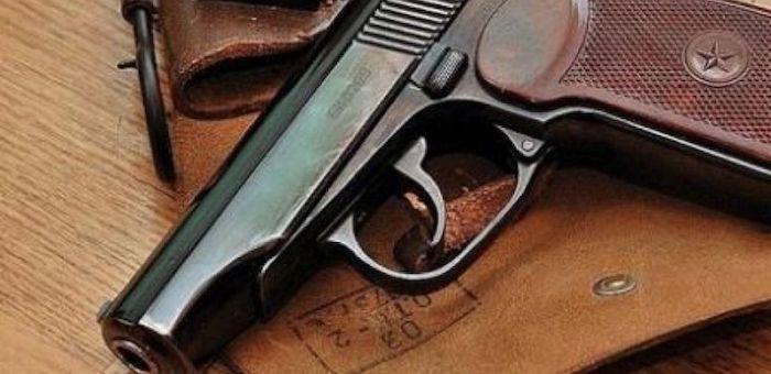 В Верх-Уймоне полицейский прострелил ноги пьяному дебоширу