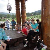 Студенты ловили на «Алтай-Resort» лягушек и ящериц