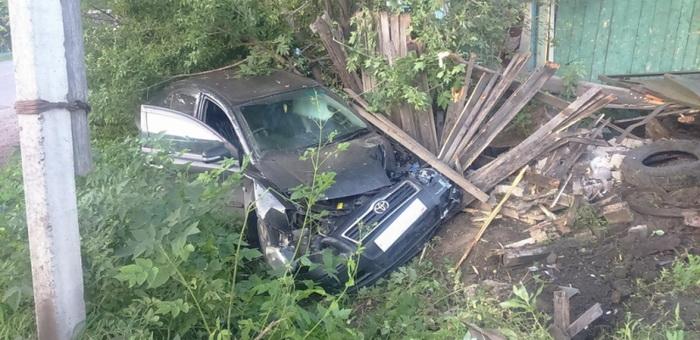 Горожанка, удирая от машины ГИБДД, врезалась в столб