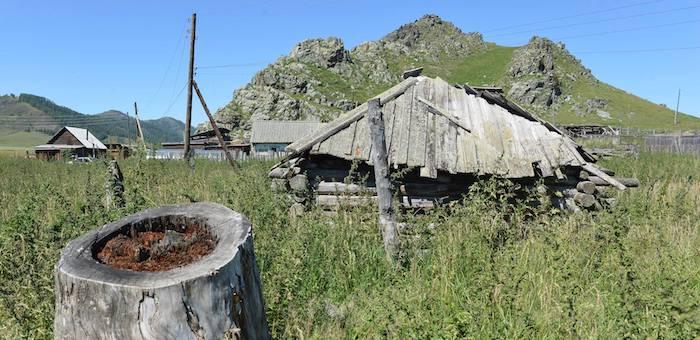 До конца года в Республике Алтай расселят жильцов 121 аварийной квартиры