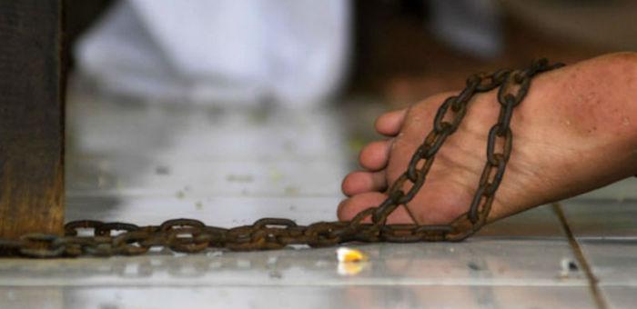 Житель Усть-Канского района по ночам сажал непутевую жену на цепь