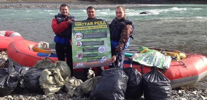 Алтайские спортсмены-водники очистили берега рек