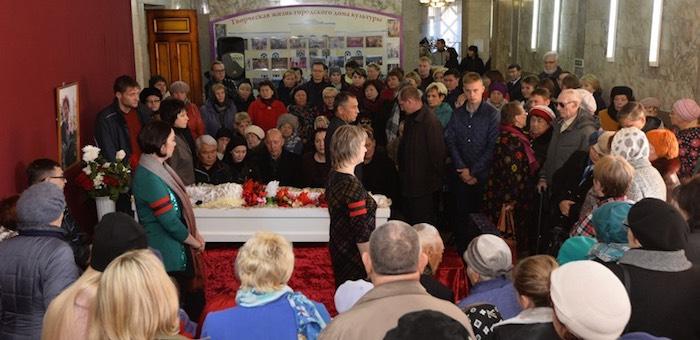 Тысячи человек пришли проститься с Неллей Табакаевой