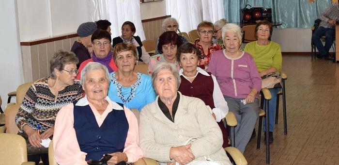 В Горно-Алтайске прошла караоке-вечеринка для пенсионеров