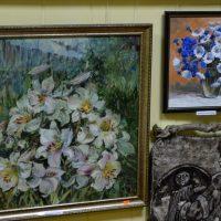 Выставка-продажа картин и сувениров алтайских мастеров открылась в Союзе художников