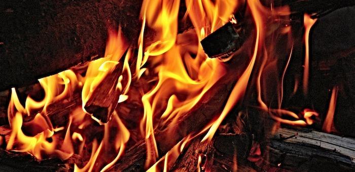 Сто рулонов сена сгорело в Усть-Канском районе