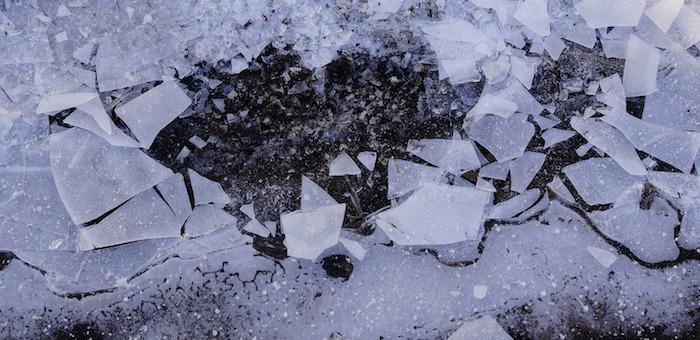 В Усть-Коксинском районе ребенок провалился под лед и утонул