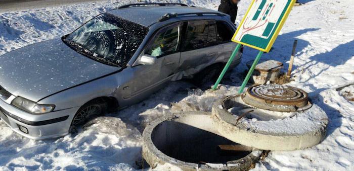 На Чемальском тракте Mazda слетела с дороги, два человека госпитализированы