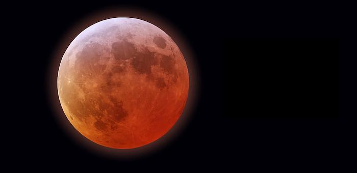 Уникальное «красное суперлуние» и лунное затмение можно наблюдать сегодня ночью на Алтае
