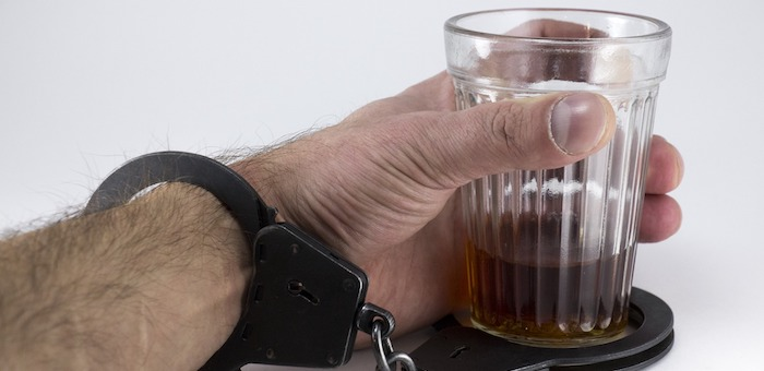 Пьяный мужчина до смерти избил престарелую тещу