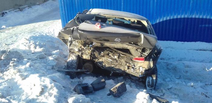 Пьяный водитель без прав на ВАЗе разбил припаркованный автомобиль и угодил в больницу