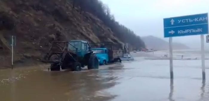 В Горном Алтае осложнилась паводковая обстановка, затруднено транспортное сообщение с некоторыми селами