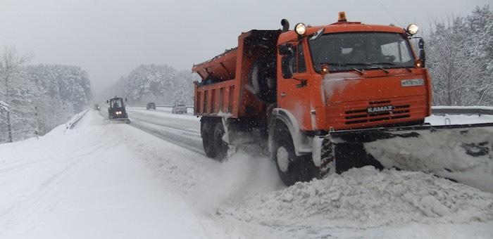 Дорожники будут круглосуточно дежурить на федеральных трассах Алтая