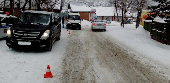 Не поделили дорогу: автоледи сбила 18-летнюю девушку