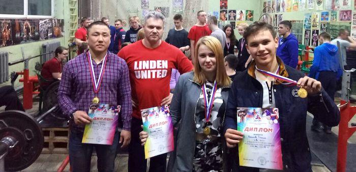 Спортсмены из Республики Алтай стали призерами соревнований по пауэрлифтингу в Бийске