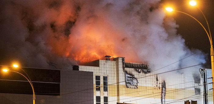 Страшная трагедия произошла в Кузбассе, в пожаре в ТЦ погибли десятки человек