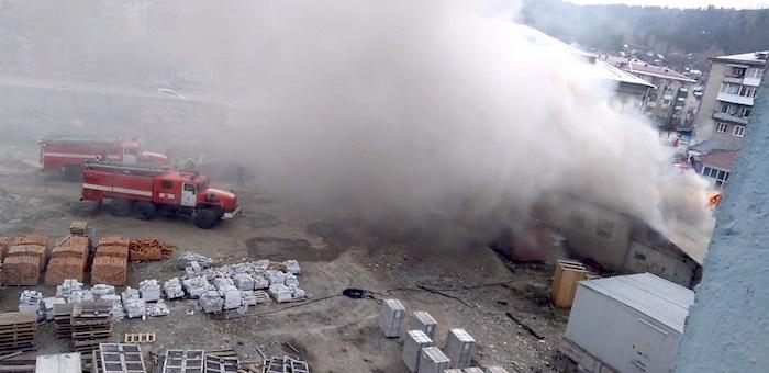 В торговом центре «ЦУМ» в Горно-Алтайске произошел пожар
