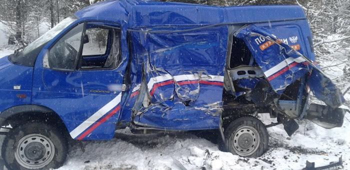 «Камаз» столкнулся с машиной Почты России, а «Тойота» улетела в кювет