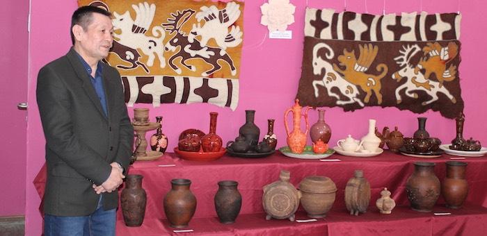 В Горно-Алтайске открылась выставка изделий мастеров по керамике
