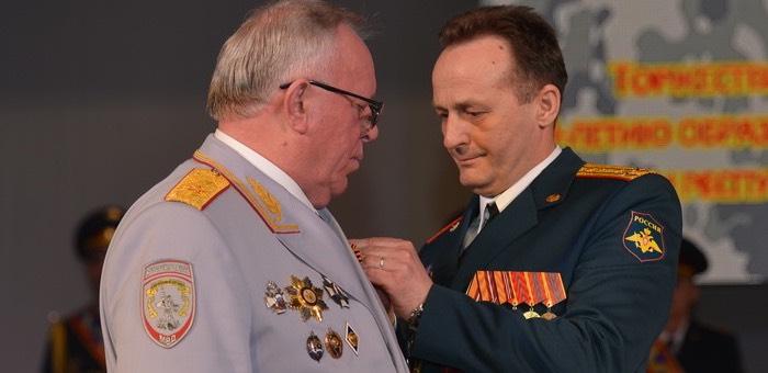 Главу республики наградили медалью «За укрепление боевого содружества»