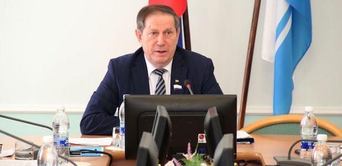 Виктор Ромашкин предлагает повысить престиж госслужбы