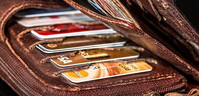 Жители Республики Алтай все чаще рассчитываются с помощью банковских карт