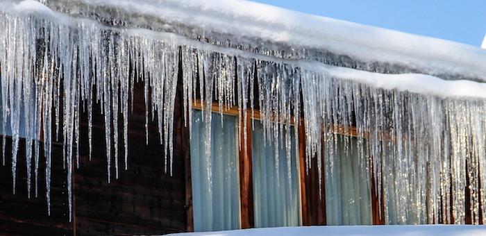Будьте осторожны! Опасайтесь схода снега с крыш и падения сосулек