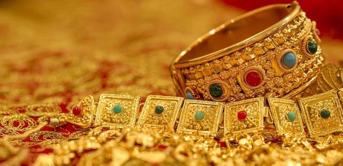 Приставы наложили арест на 242 золотых изделия, принадлежащих бизнесмену-должнику