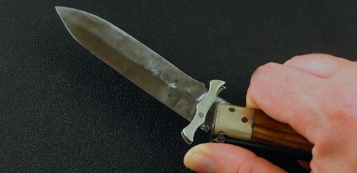 Было не до шуток: обидчивый мужчина напал с ножом на посетителя кафе