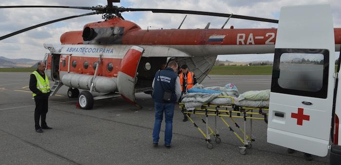 С подножья Белухи вертолетом эвакуировали туриста с острым аппендицитом