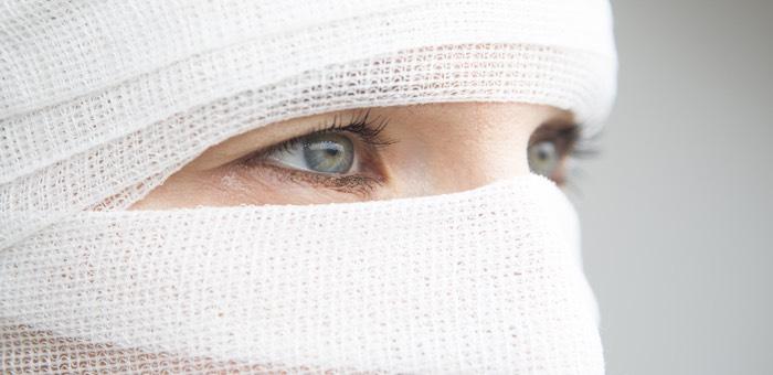 Преступник изуродовал женщину, попросившую не светить ей в лицо фонариком