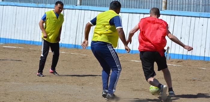 Мундиаль вдохновляет: заключенные обыграли чиновников и спортсменов в футбол