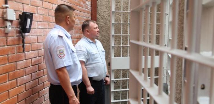 Министр внутренних дел проверил работу ИВС в Усть-Кане