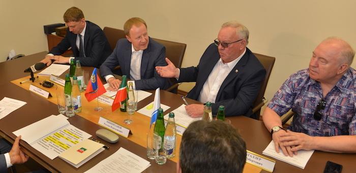 Александр Бердников предсказал Виктору Томенко убедительную победу на выборах