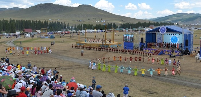 В Улаганском районе проходит народный праздник Эл Ойын
