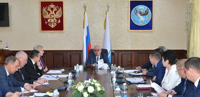 Глава республики провел совещание с членами правительства