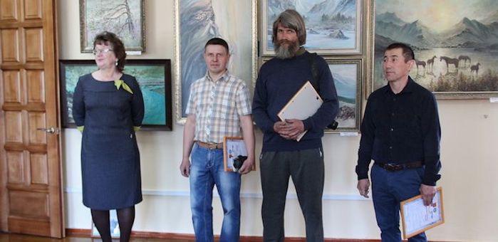 Выставка алтайских художников открылась в Эл Курултае
