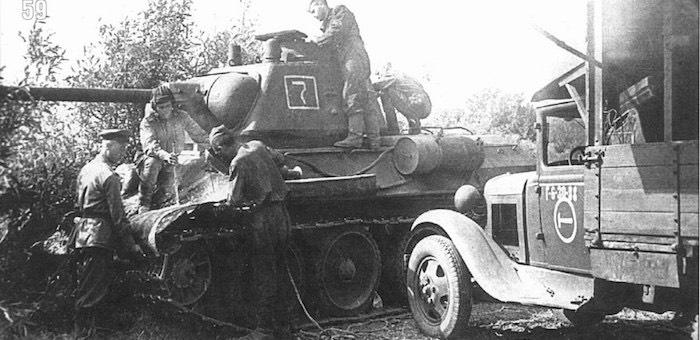 Ремонтировал танки на поле боя, не считаясь с огнем противника