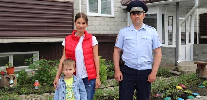 Старшего лейтенанта полиции Виталия Марыгина наградили за спасение двух жизней