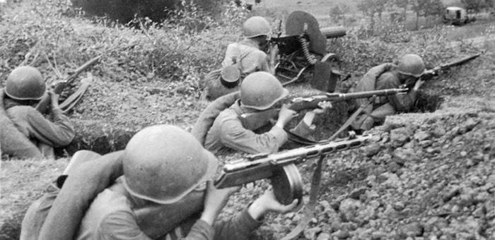 В ответ на предложение сдаться бросил гранату и уничтожил 10 фрицев