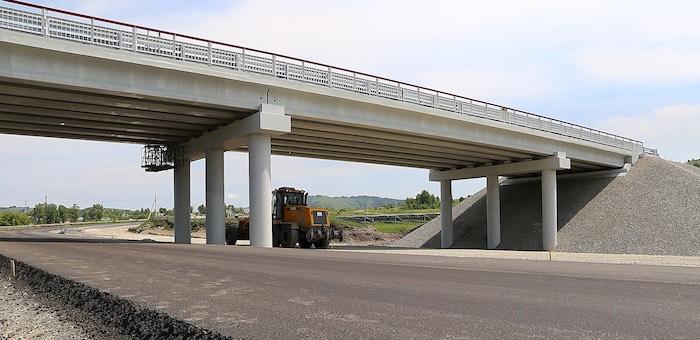 Строительство двухуровневой развязки около аэропорта идет по графику
