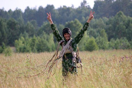 Курсанты из Горного Алтая совершили тренировочные прыжки с парашютом