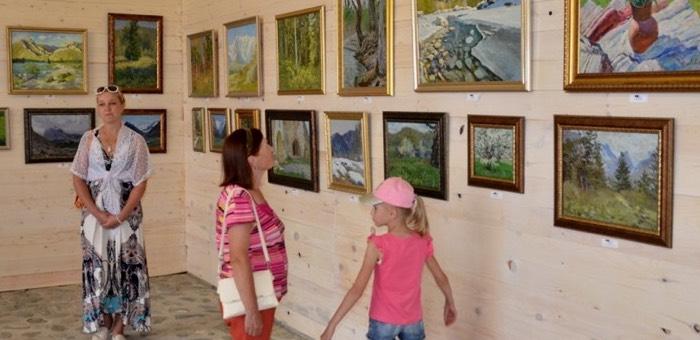 В Чемальском районе открылась картинная галерея