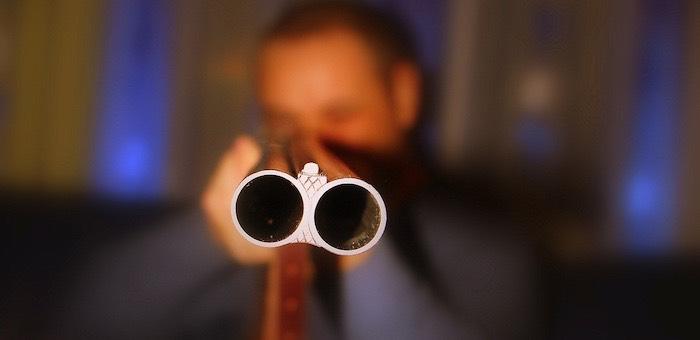 Потерпевший поражение в драке мужчина выстрелил обидчику в голову