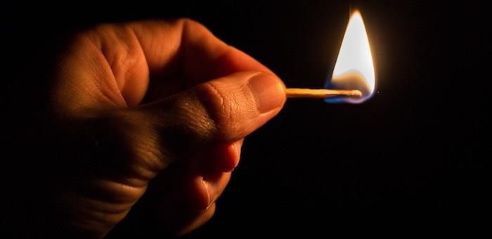 Житель Яконура поджег свою жену, женщина погибла